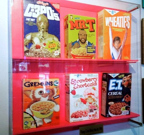 Fort Collins, CO: Vintage 1980's cereal boxes on display at Totally 80's Pizza.