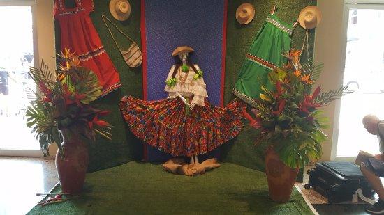 Hotel Ciudad de David: Tradicion panameña en el loby del jotel