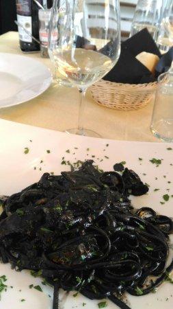 Silea, Italy: Linguine con seppia al nero di seppia