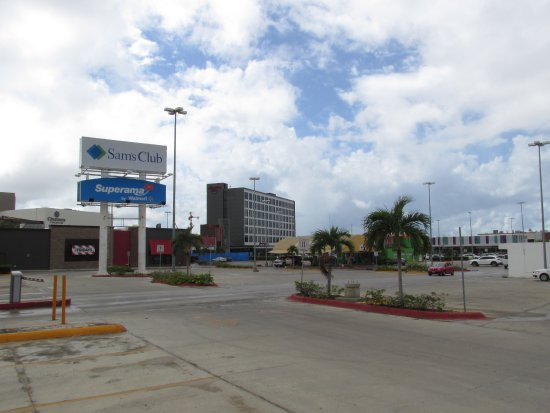 Hampton Inn By Hilton Cancun Bres Sam S Club Parking Lot With The Hotel In