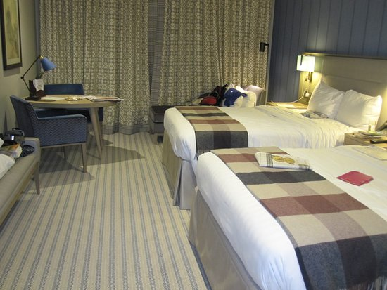 Tring, UK: Room 044 twin with 2 double beds