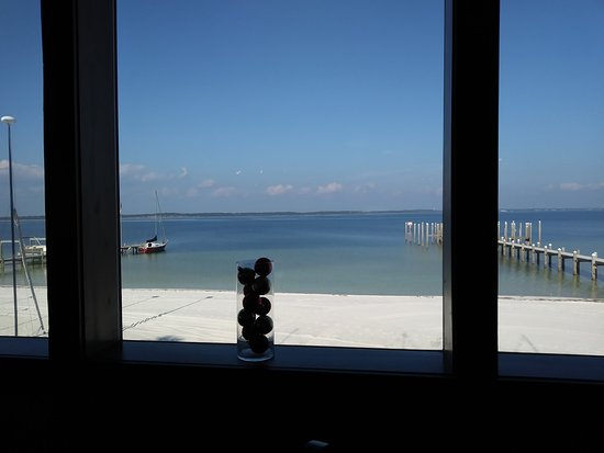 Hemingway's Island Grill: View of inland waterway from my table