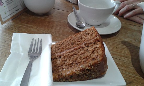 ‪‪Thame‬, UK: irresistible coffee and walnut cake‬