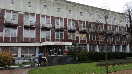 Podebrady, Czech Republic: Centrální lázně v bezprostředním sousedství hotelu Libenský