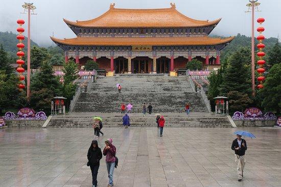 Dali, Çin: Un secondo tempio e la scalinata di discesa