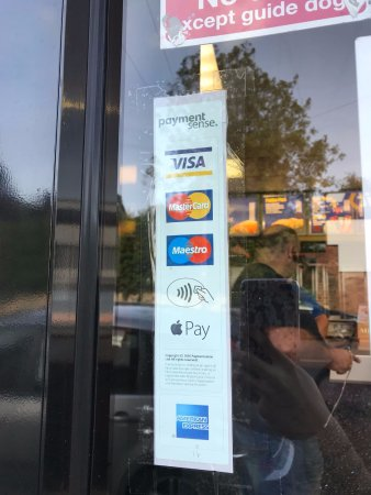 Wellingborough, UK: Pay by Card and Contactless