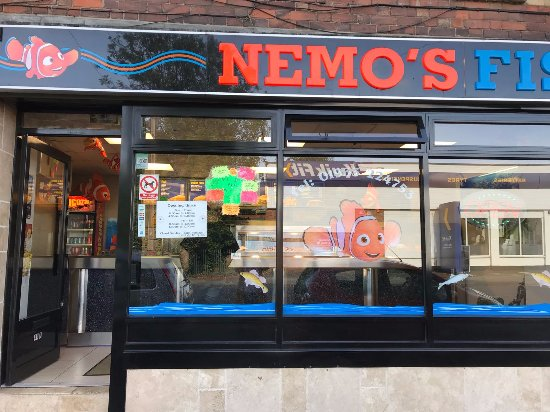 Wellingborough, UK: Entrance of Nemo's Fish Bar