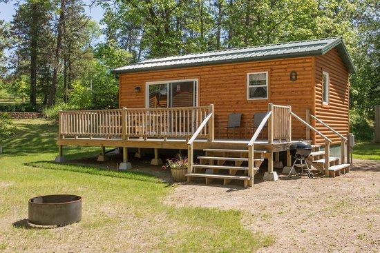 Bear Paw Resort: Cabin #0 Fox, 2 bedroom w/ Queen, Twin loft over Full. A/C, heat, wifi, Satellite TV, full bath.