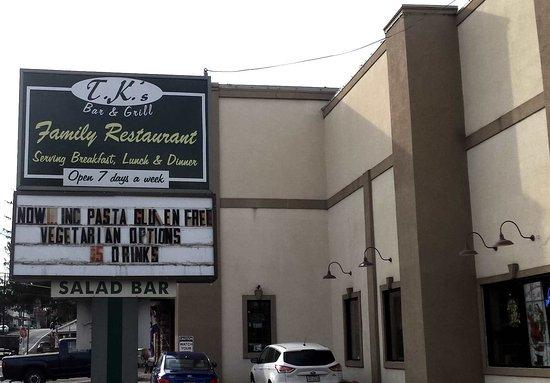Mount Bethel, Пенсильвания: T.K.'s Bar & Grill Sign and Building