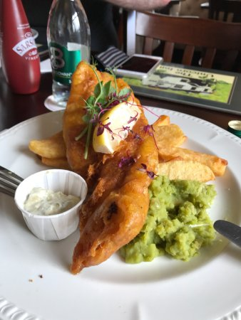 Widnes, UK: Fish & Chips with Mushy Peas