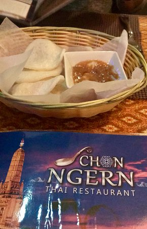 Canton, Georgien: Rice (?) chips and peanut dipping sauce brought to table upon arrival