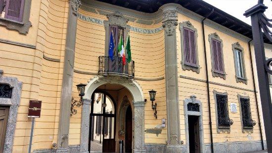 Galbiate, إيطاليا: Villa Bertarelli - L'entrata