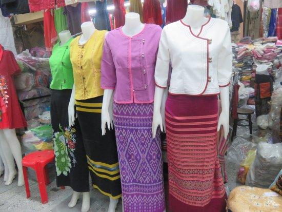 Warorot Market (Kad Luang): Readymade clothes