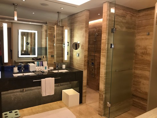 Ridiculously huge bathroom - five fixture - Picture of Conrad Seoul ...