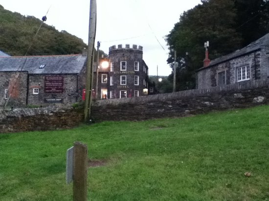 Boscastle, UK: Approaching the hotel at twilight