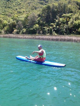 Rotorua Paddle Tours: Beautiful Blue lake.