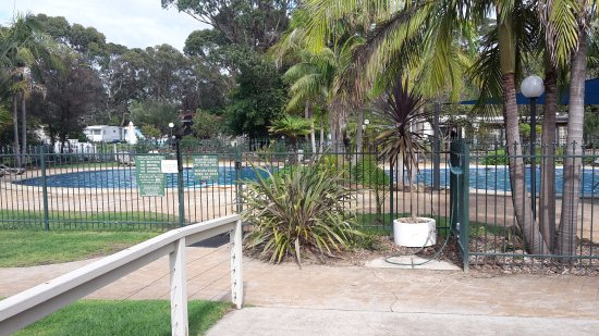 Broulee, Australien: pool at van park a good depth