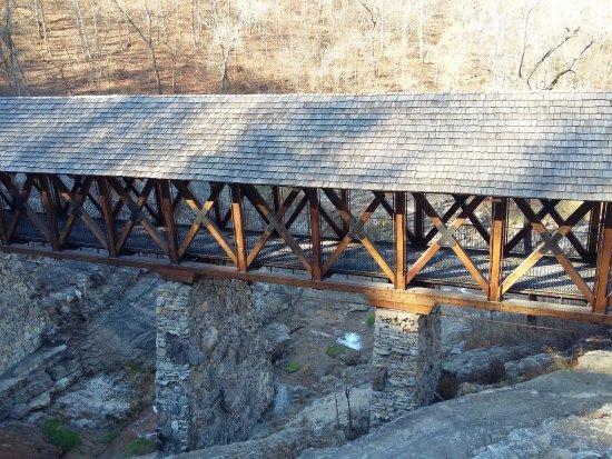 Ridgedale, MO: covered bridge