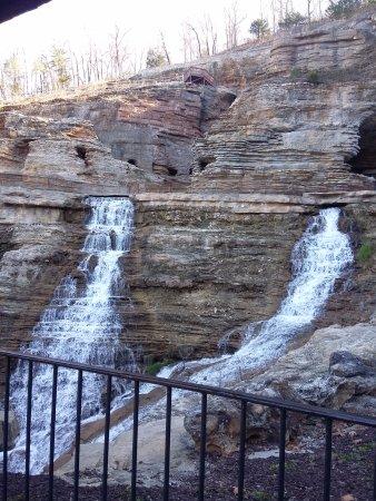 Ridgedale, MO: waterfall
