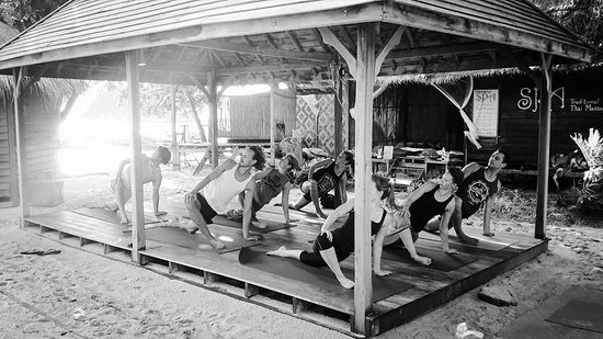 Ko Lipe, Tailândia: Usually our resident instructors practise Hatha yoga and our classes relaxed.