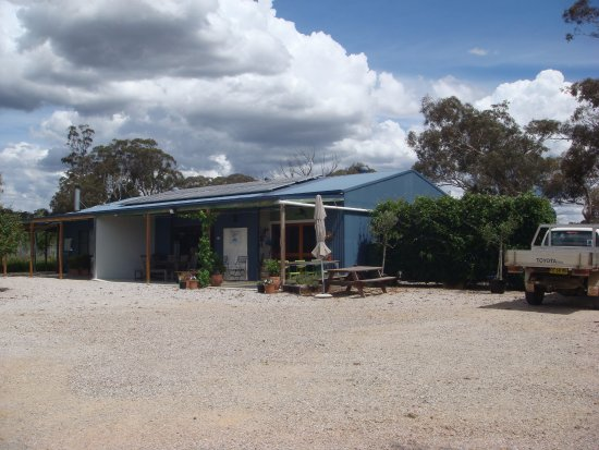 Karrabool Store & Coffee Shop: View from car park to Store and Coffee Shop