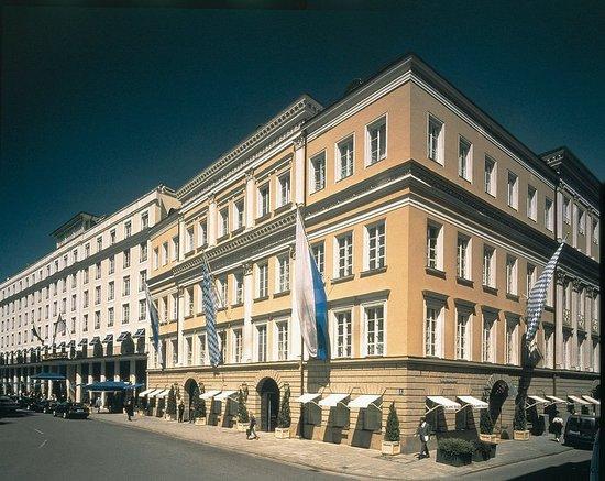 Bayerischer Hof Hotel: Exterior