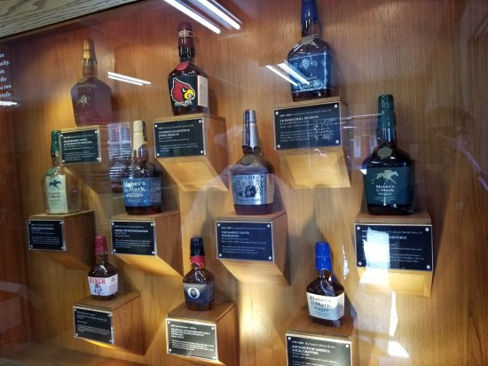 Loretto, KY: Bottle display