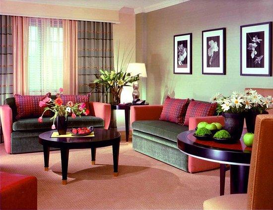 Livingston, NJ: Guest room