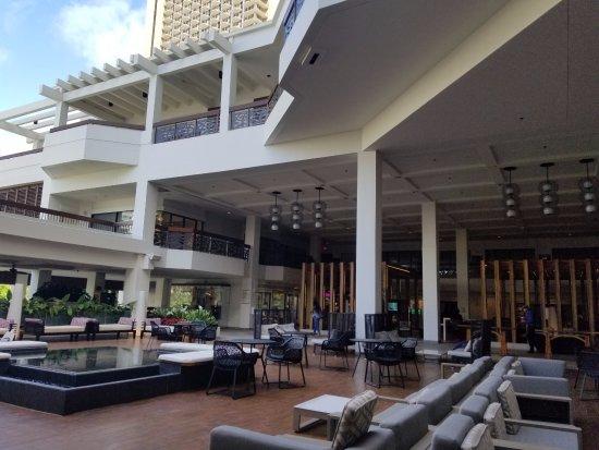 Waikiki Beach Marriott Resort & Spa: open lobby
