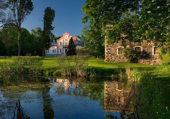 Padaste Manor: Exterior