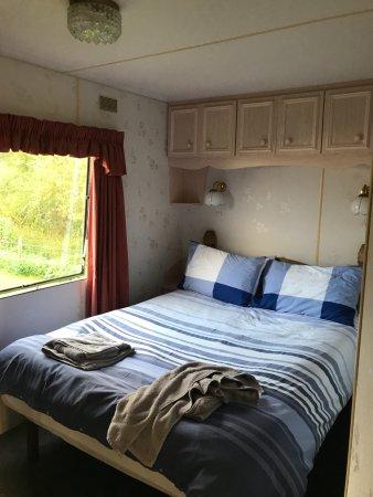Glenlivet, UK: Queens size bed in the master bedroom.