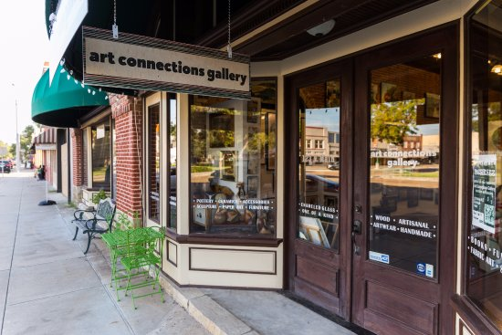 Storefront of Art Connections Gallery in La Grange, TX