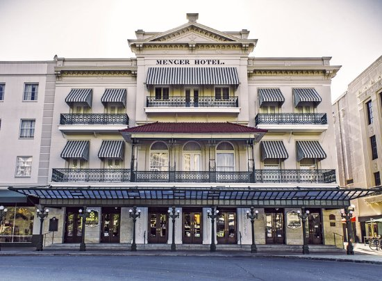 Menger Hotel: Exterior