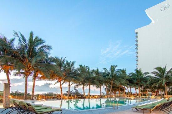 deauville beach resort updated 2017 prices hotel. Black Bedroom Furniture Sets. Home Design Ideas