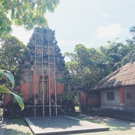 Puri Saren Palace: ウブドの中心にあり、現在もウブドの王家の一族が暮らす 『プリ サレン アグン』