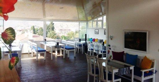 Urkmez Hotel: Breakfast Terrace and Bar