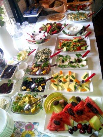 Urkmez Hotel: Buffet Breakfast