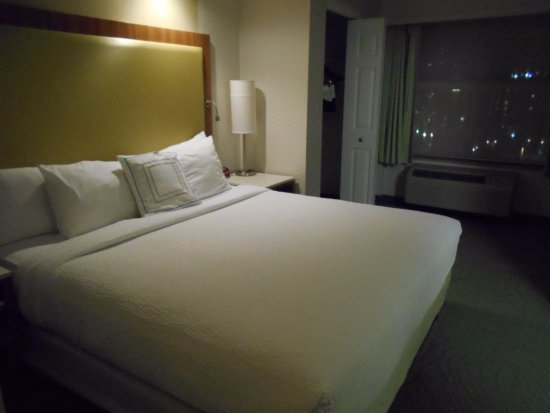 SpringHill Suites Pittsburgh North Shore: 室内は広いです