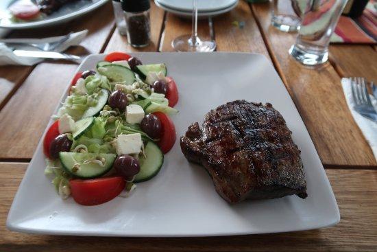 Napier, South Africa: Steak mit Salat