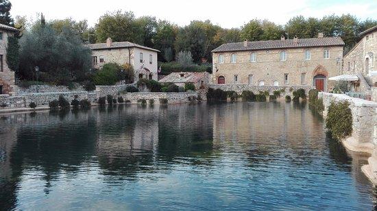 Le vasche stupende foto di albergo le terme bagno vignoni tripadvisor - Albergo le terme bagno vignoni ...