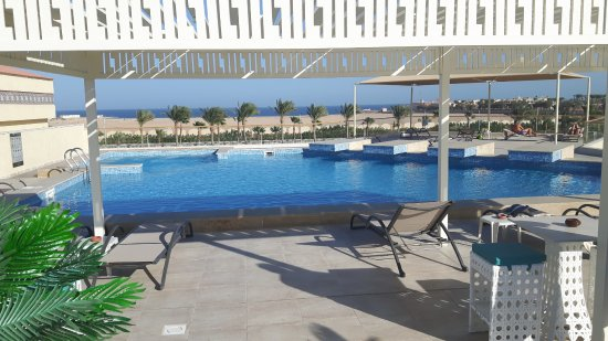 dachterrasse mit pool bild von aqua vista resort spa hurghada tripadvisor. Black Bedroom Furniture Sets. Home Design Ideas