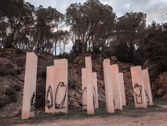 Nuoro, Italie : The white monoliths with their metal figures