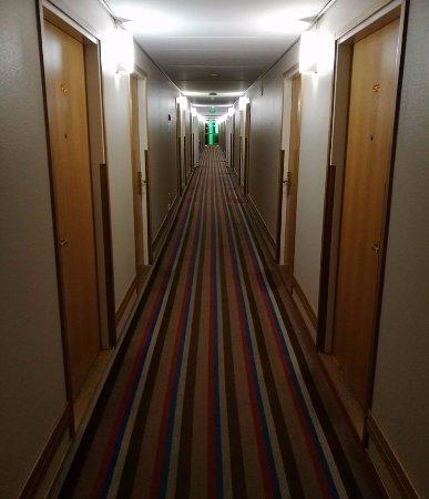 Holiday Inn Helsinki-Vantaa Airport: 5th floor hallway