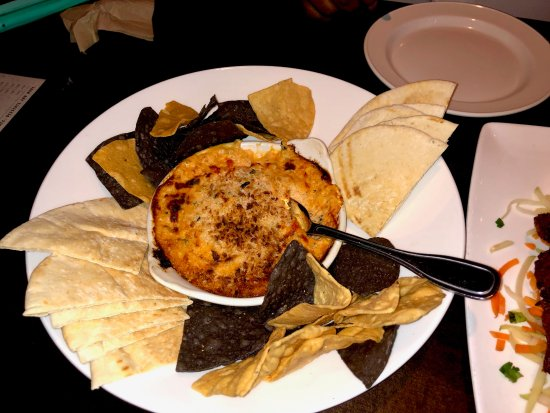 Yard House : The Lobster, crab & artichoke dip