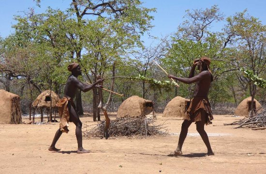 Opuwo, Namibia: imitation fight