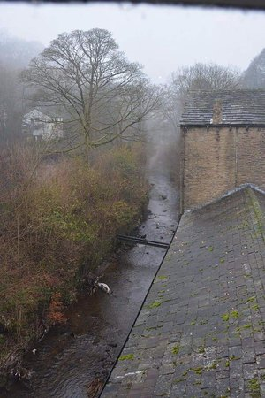 Rossendale, UK: The River Ogden running alongside the mill