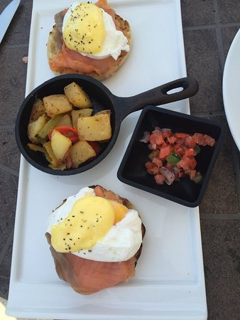Windsong Resort: Complimentary breakfast came with our package. We purchased smoked salmon Benedict. Very good