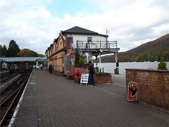 Haverthwaite, UK: The Lakeside & Hatherwaite Railway Station. - The Sealife Centre is on the left as you exit.
