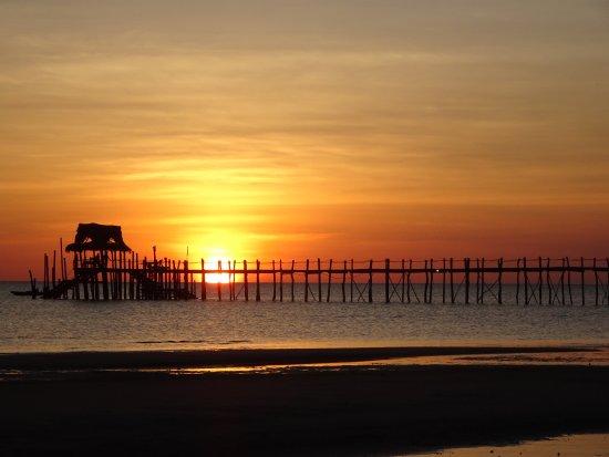 fundu lagoon : coucher de soleil vu de la plage