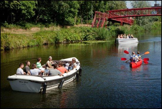 Lokeren, Bélgica: 2 van onze elektrische boten, links de Miss Gold, rechts bovenaan de Lounge II
